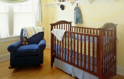 baby crib small room