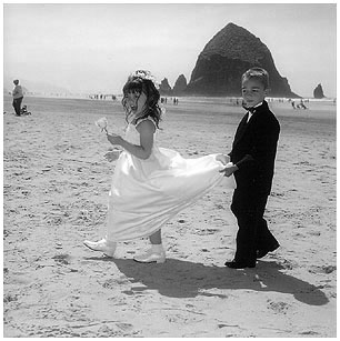 wedding-kids-on-beach
