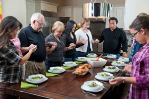 family-gratitude-circle-thanksgiving